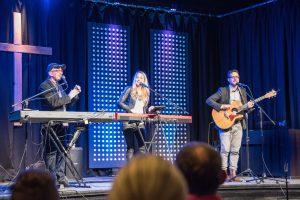 Martin & Jennifer Pepper live in Sankt Georgen @ Freie evangelische Eben- Ezer Gemeinde | Sankt Georgen | Baden-Württemberg | Deutschland